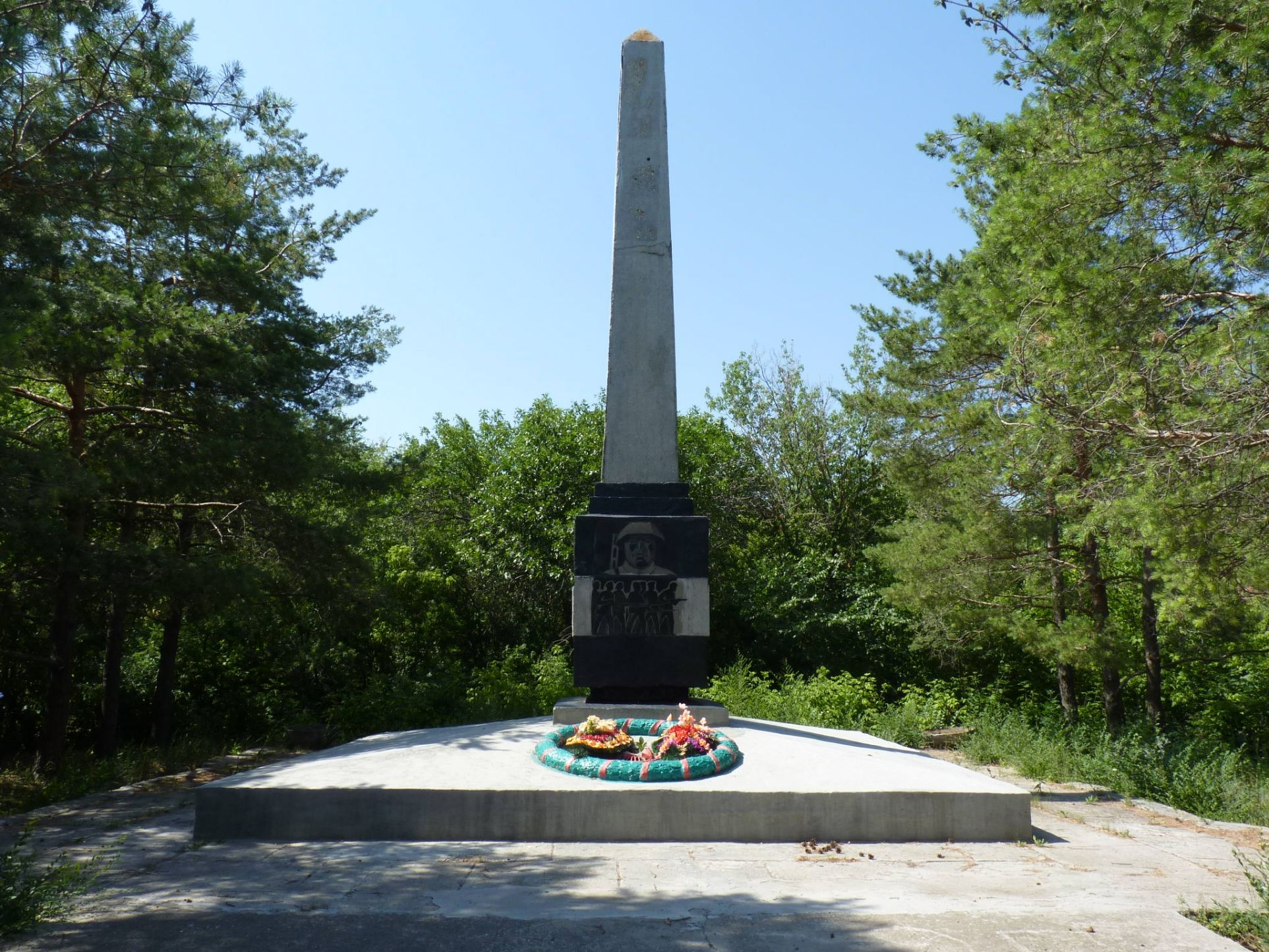 Братская могила советских воинов, погибших в период Сталинградской битвы, Атамановский